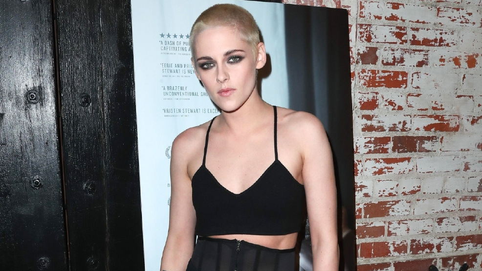 Kristen Stewart rocks new buzz cut on red carpet