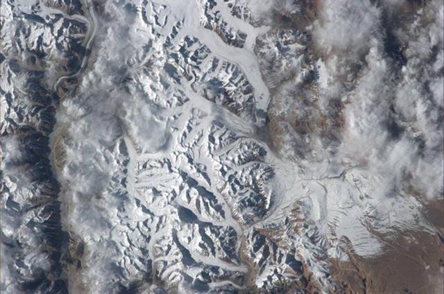 Gorgeous view of the mountains between India and China. Had a hard time picking just one pic.(Photo & Caption: Mike Hopkins, NASA)