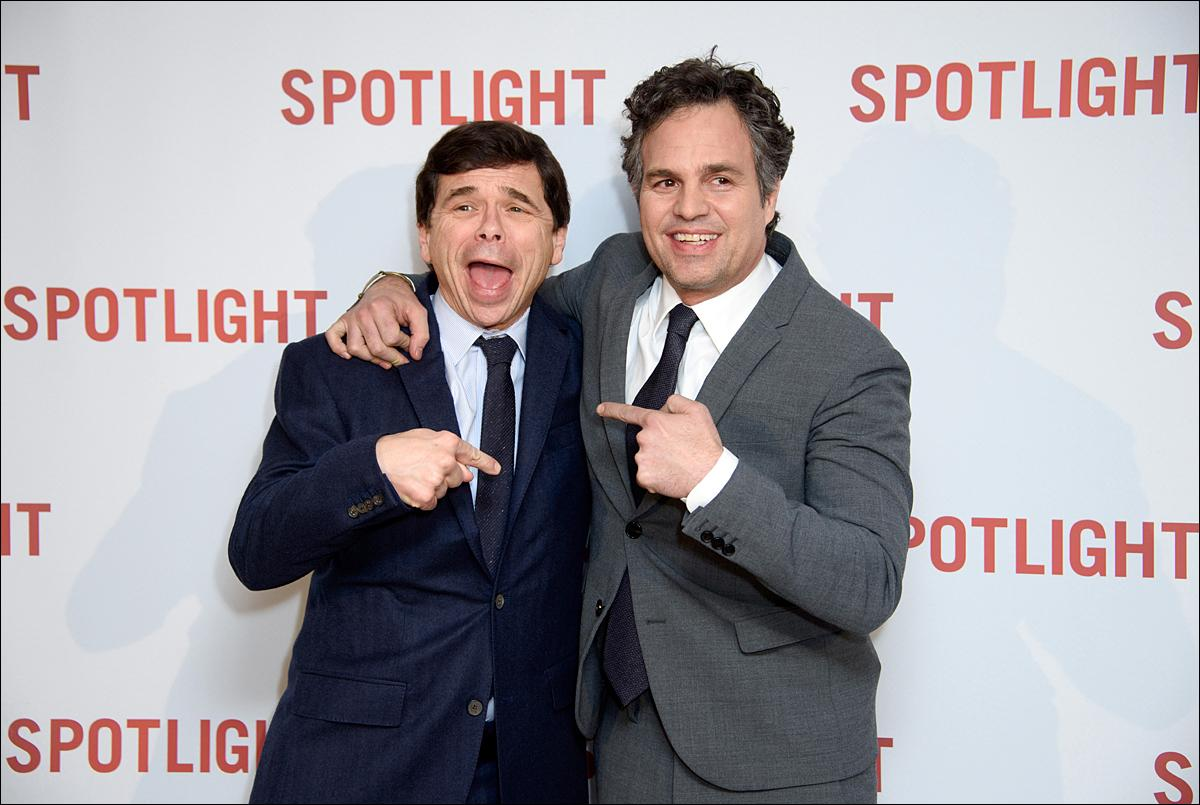 Mark Ruffalo, right and Spotlight reporter Mike Rezendes pose for photographers upon arrival at the premiere of the film 'Spotlight' at a central London venue, London, Wednesday, Jan. 20, 2016. (Photo by Jonathan Short/Invision/AP)
