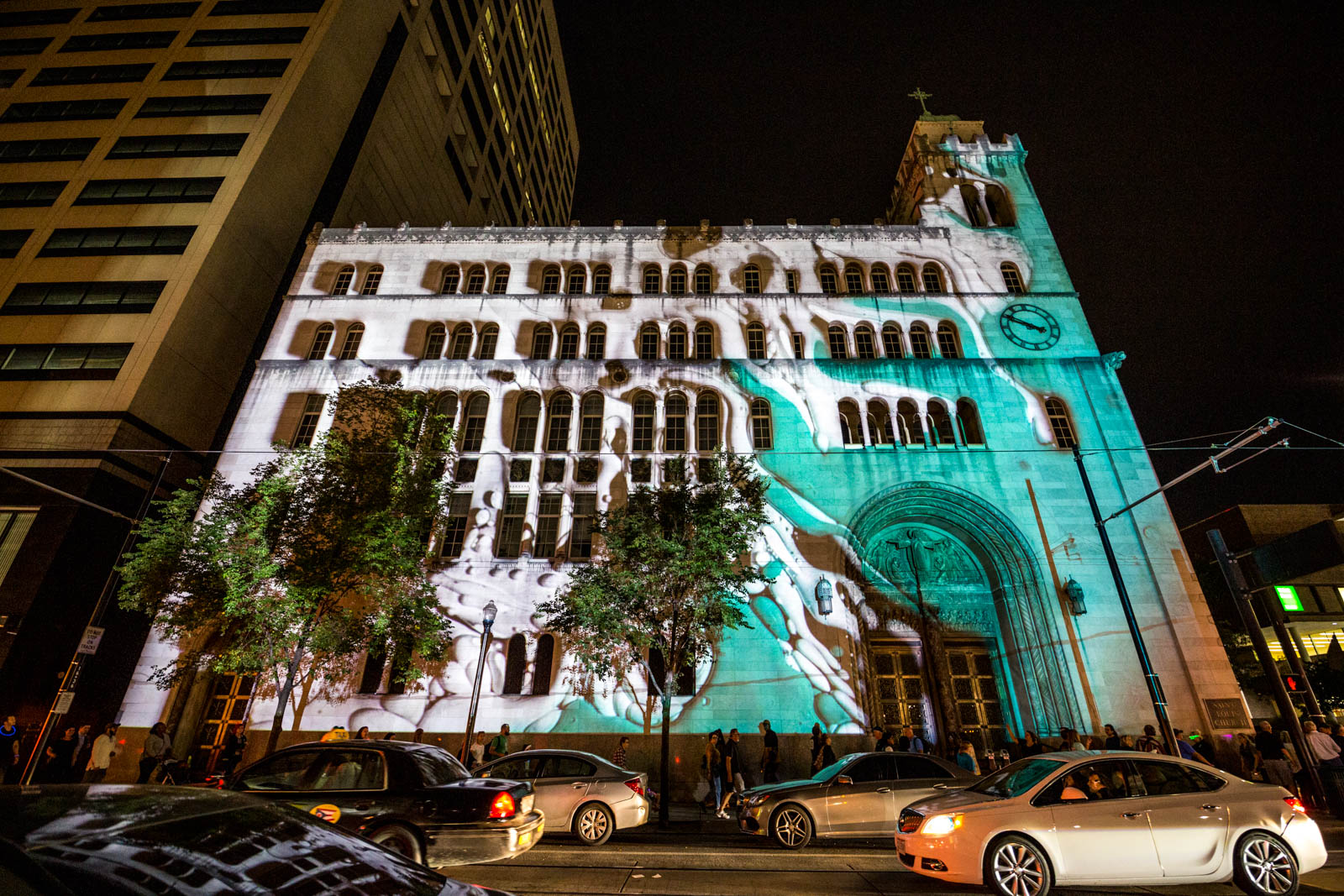 PICTURED NEIGHBORHOOD: Downtown / St. Louis church at 8th and Walnut Streets is covered in animated light. / Image: Catherine Viox // Published: 10.12.19