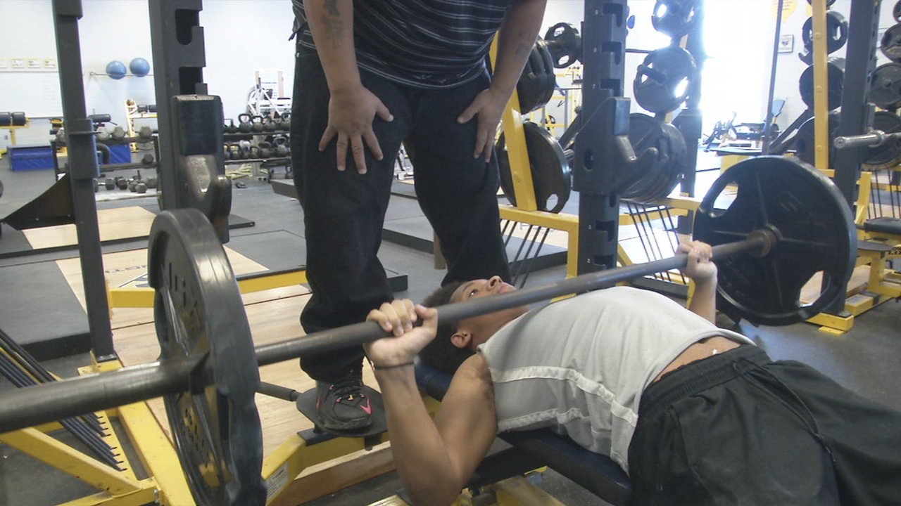 Springfield teen shatters world records in his brother's honor (WKEF/WRGT)