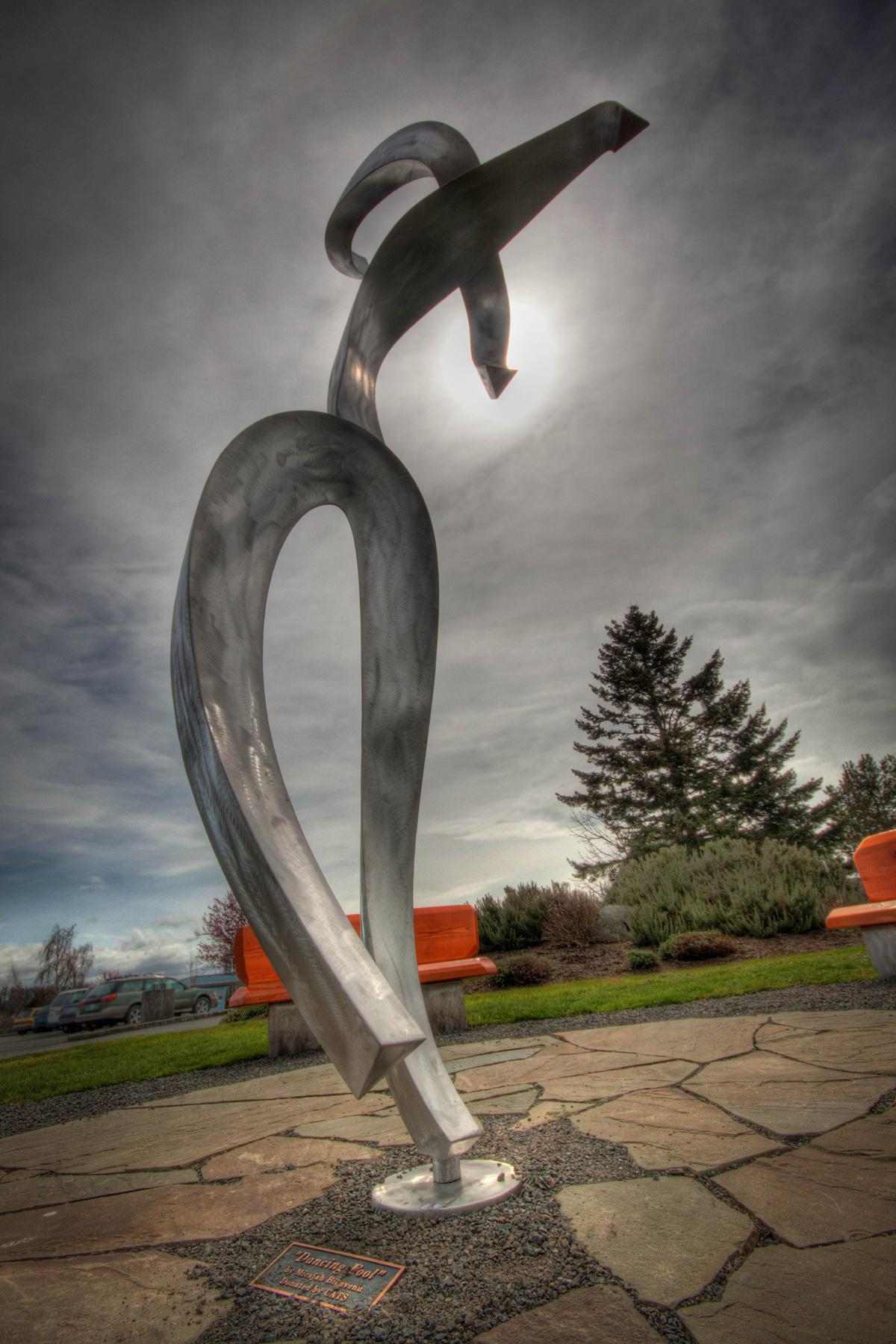 "<p>Dancing Fool V Stainless steel 152"" H x 60"" W x 42"" D 2005 (Image courtesy of Micajah Bienven).</p>"