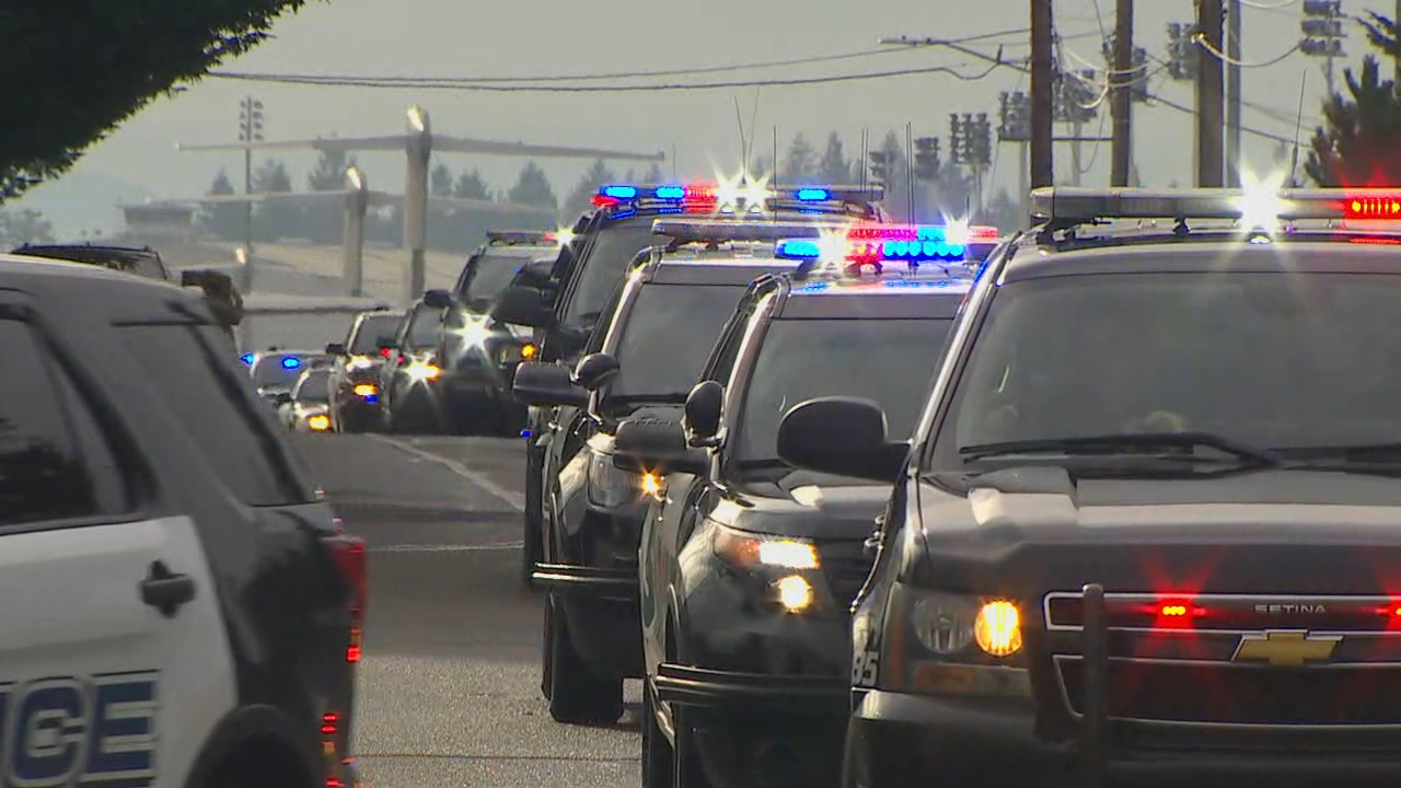 A procession is underway to escort the deputy's body to Pacific Lutheran University. (Photo: KOMO News)
