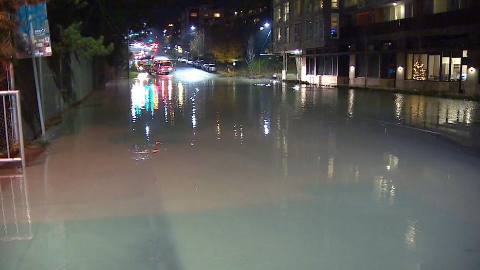 Water pipe leak shuts down portion of busy West Seattle street KOMO