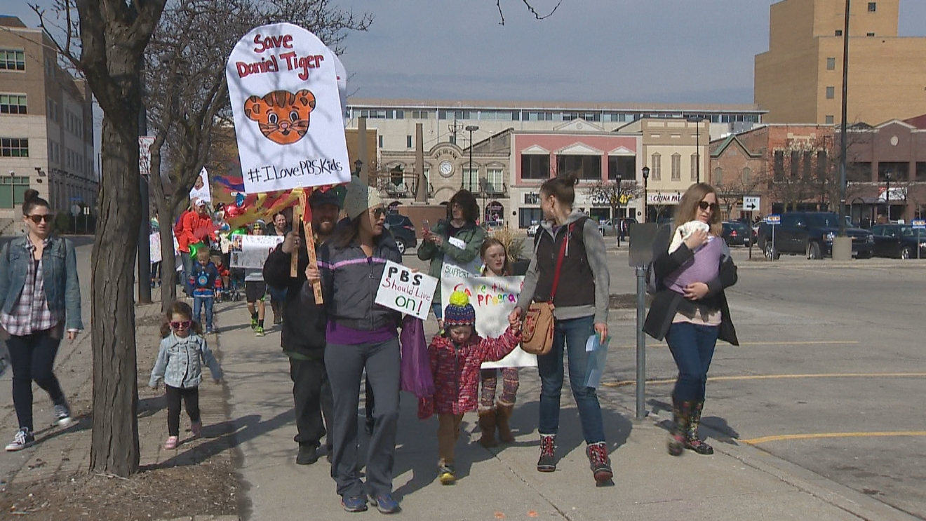 A group of people rallied in Green Bay against proposed federal budget cuts for the Public Broadcasting Corporation, March 20, 2017. (WLUK/Mike Raasch)