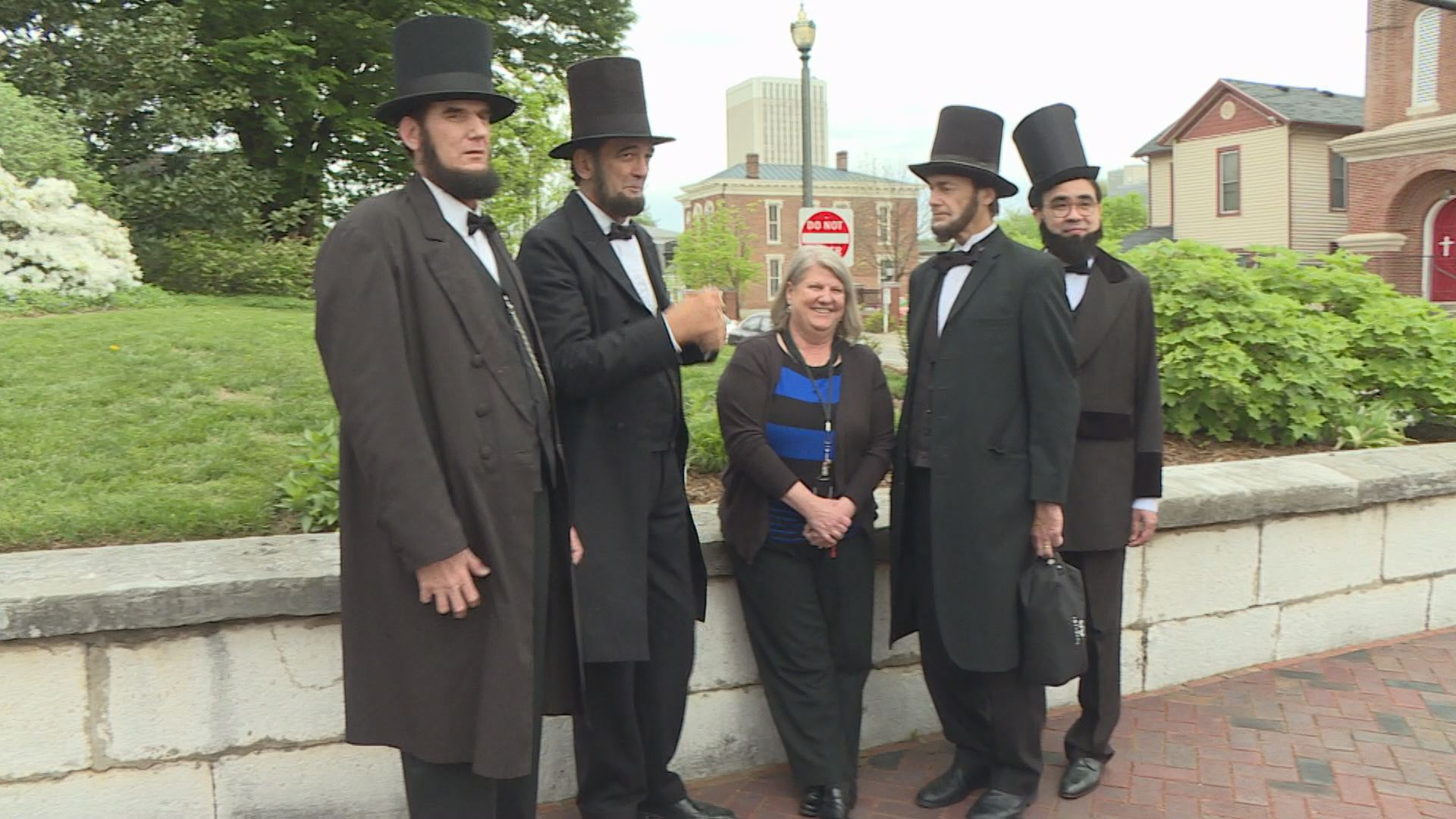 The Lincolns posed for many selfies in downtown Frankfort.