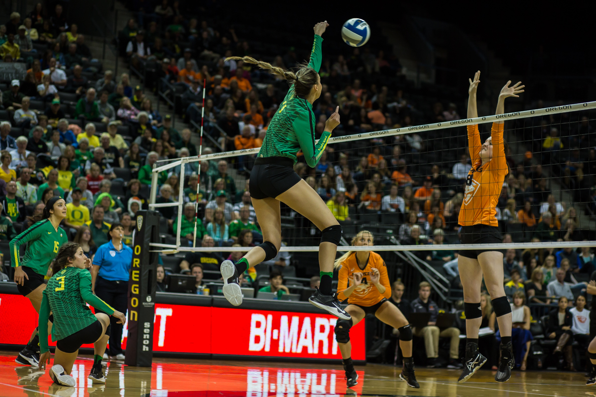 The Oregon Ducks volleyball team opened up Pac-12 play with a win against the Oregon State Beavers Tuesday night. Oregon won in three straight sets, extending their season record to 8-1. Photo by Dillon Vibes