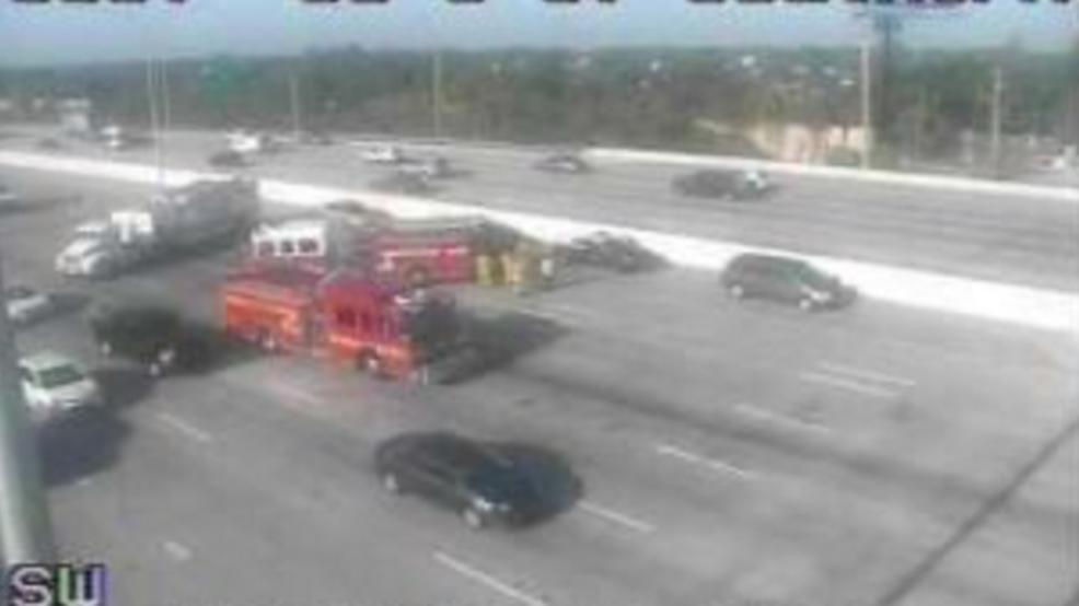 Crash slows down traffic on I-95 in West Palm Beach | WPEC