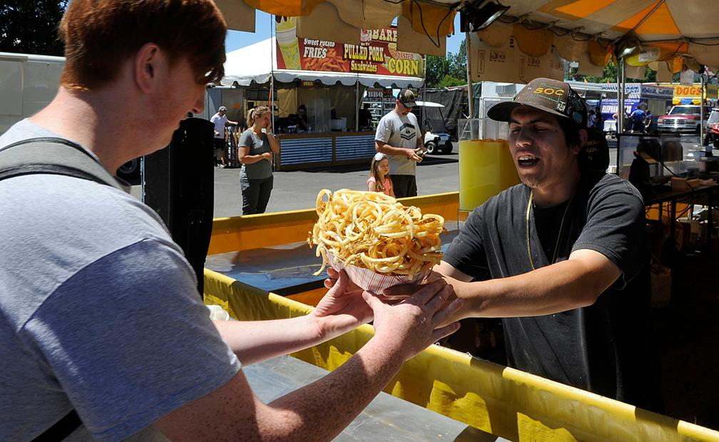 1st day of the Jackson County Fair.  Andy Atkinson / Mail Tribune