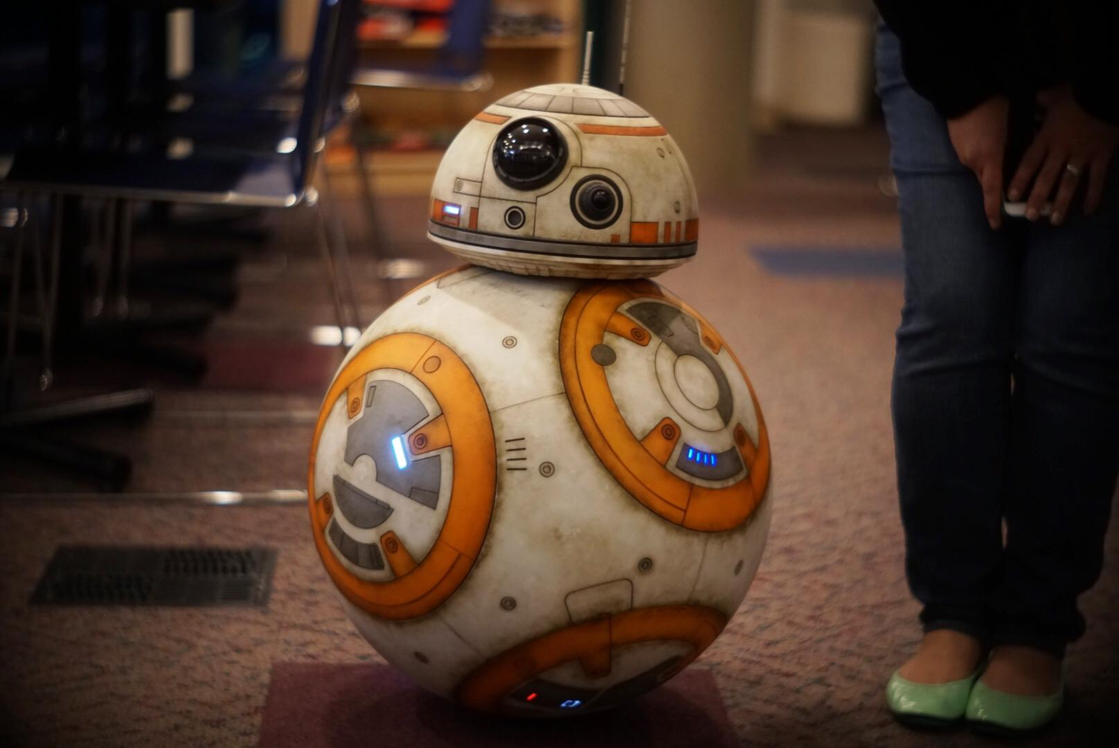 "BB-8 from ""Star Wars: The Last Jedi"" stops by the KOMO studio Tuesday, Nov. 14, 2017. (Photo: Eric Jensen/KOMO News)"