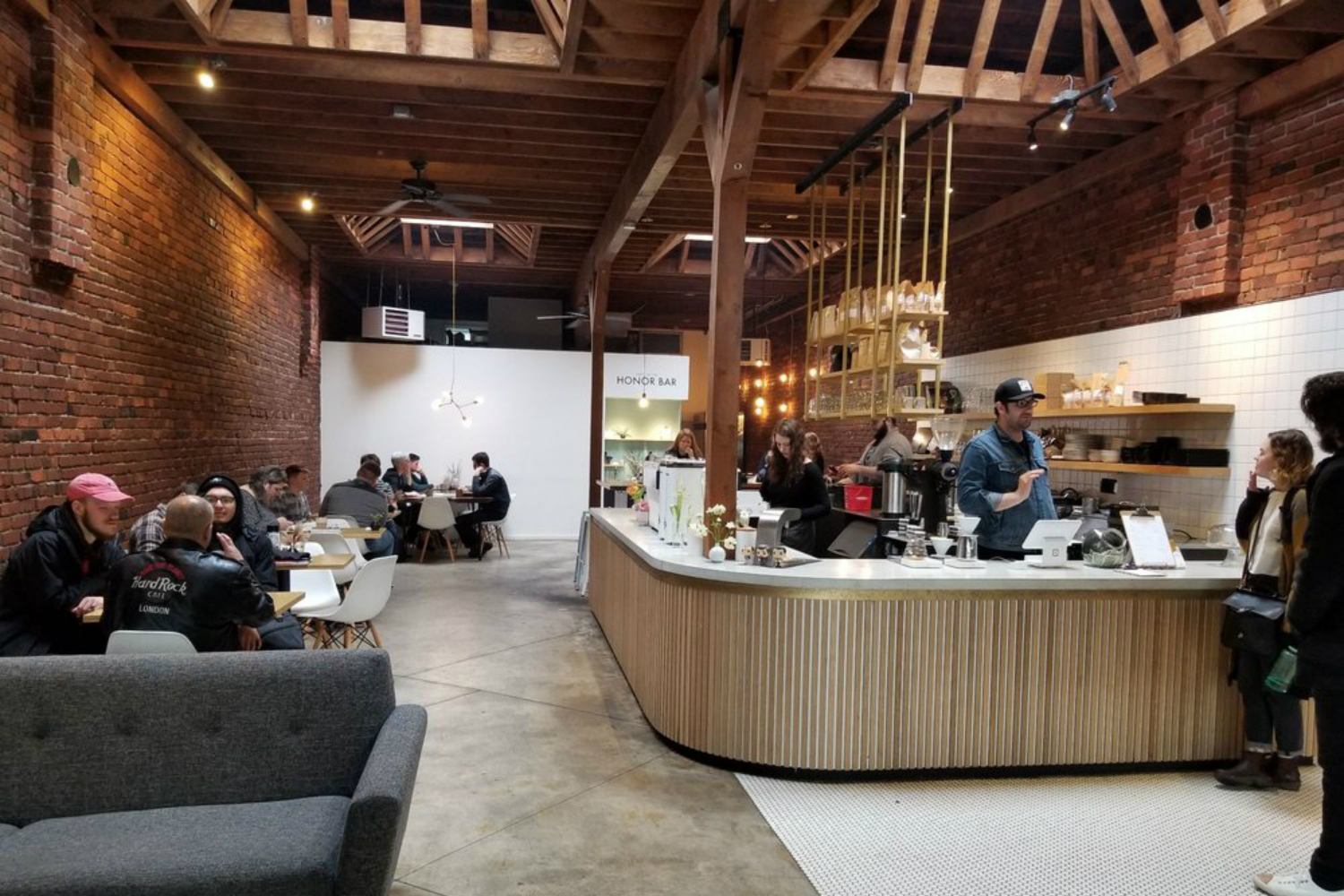 Narrative serves beverages made from coffee beans from around the world and roasted locally in Snohomish County and served in a 1921 building that is warm and inviting with natural wood and brick walls. (Image courtesy of Brad P. /{ }https://bit.ly/2Ttj8X7)