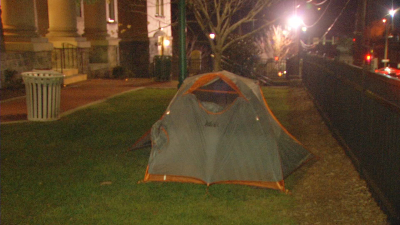 The historic courthouse in downtown Hendersonville is the site of a sleep-out, an event meant to raise awareness of homeless children in Henderson County. (Photo credit: WLOS staff)