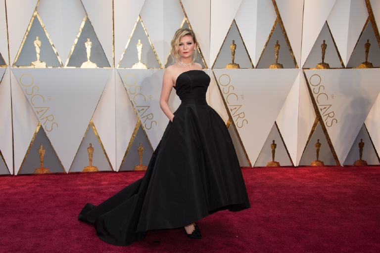 Kirsten Dunst arrives at The 89th Oscars® at the Dolby® Theatre in Hollywood, CA on Sunday, February 26, 2017. (©A.M.P.A.S.)