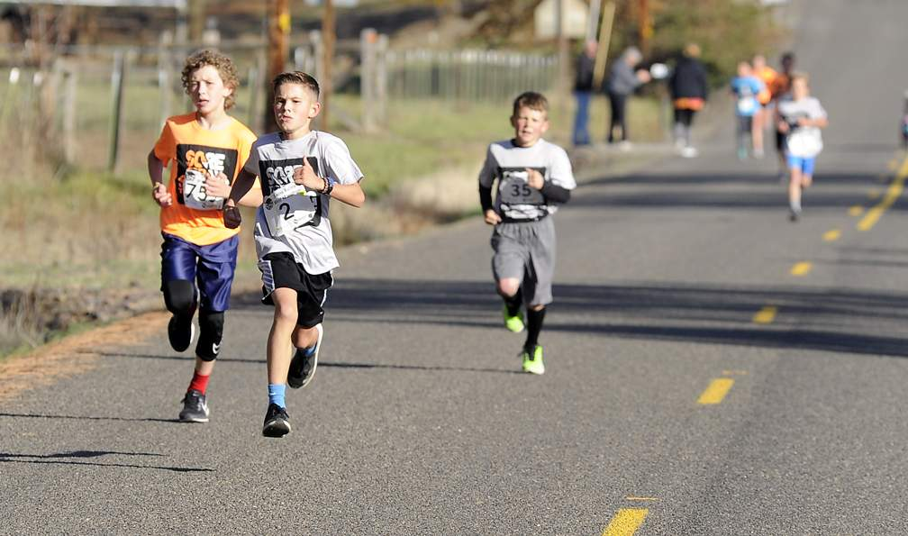 Sams Valley Mini Marathon at Sam Valley Elementary School 10-31-17. - Andy Atkinson