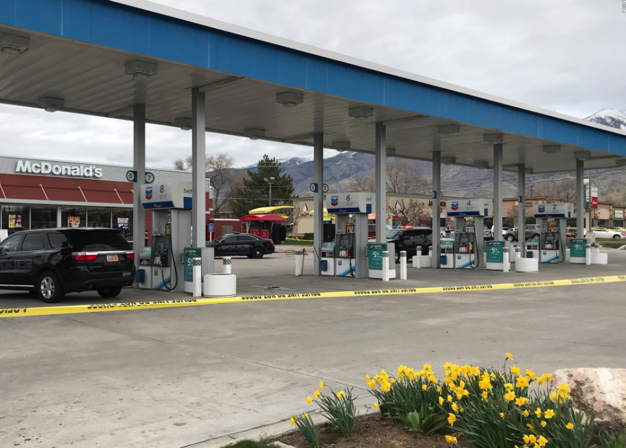 BREAKING NEWS: Officers reportedly down after incident at Kaysville, Utah gas station (Photo Jeremy Harris/ KUTV)