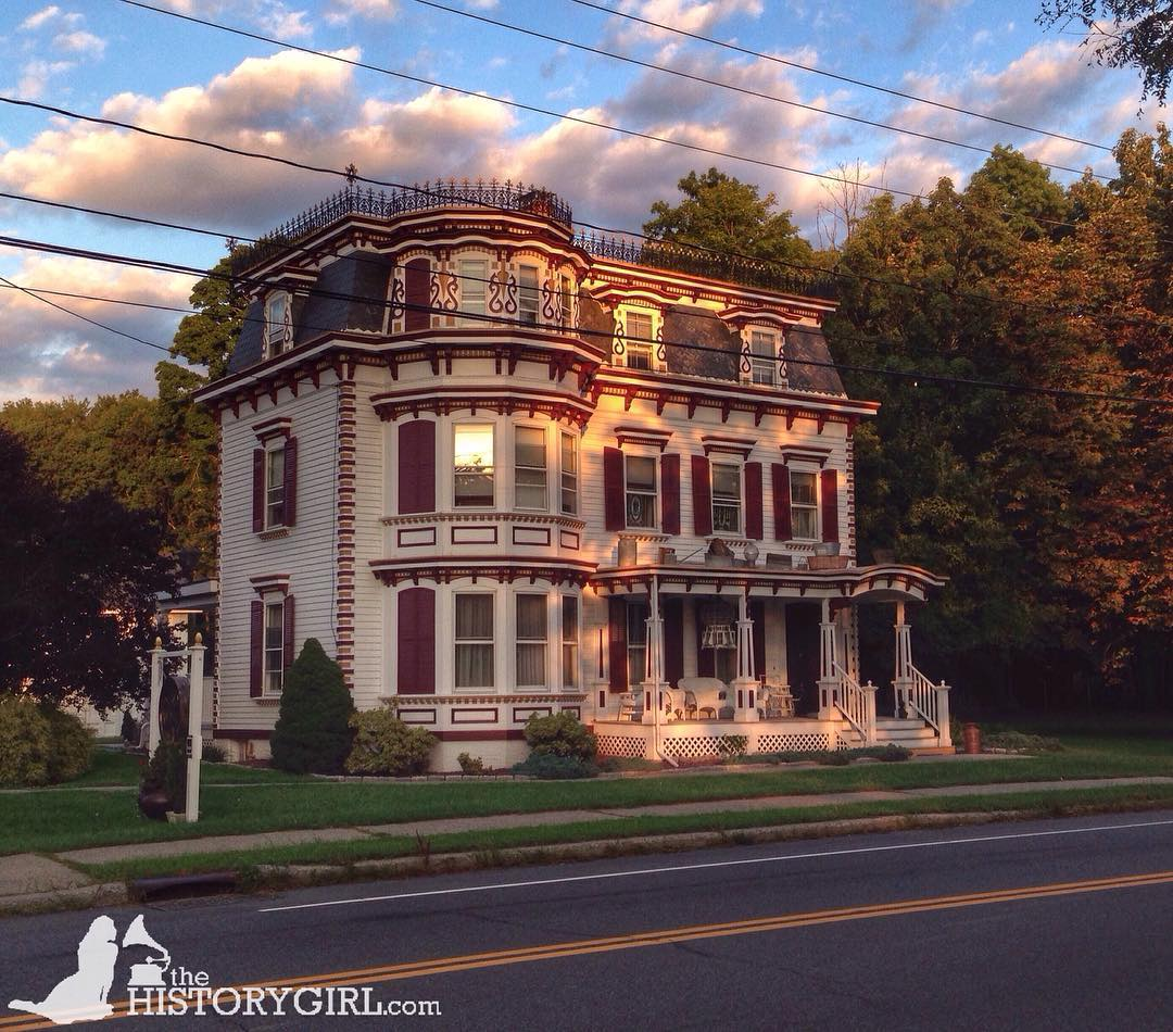 "IMAGE: IG user @thehistorygirlnj / POST: ""#mansardmonday – We found this stunning Victorian along Albany Post Road in Hyde Park, #NewYork over the weekend. It even retains roof cresting (the ironwork on the roof)."" / MORE: Check out #MansardMonday by following IG user @archi_ologie"