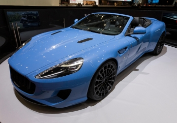 Geneva puts on flashy car show in face of economic uncertainty