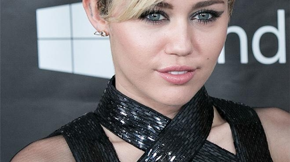 Miley Cyrus Goes Topless At Wild Birthday Party Kboi