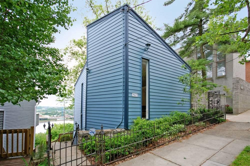 967 Hill Street is a 2-bedroom, 1.1-bathroom home in Mt. Adams that's on the market for $399,000. / Image courtesy of Robinson Sotheby's International Realty // Published: 5.23.18