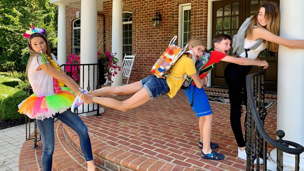 Central Ohio mom makes hilarious back to school photos a family tradition