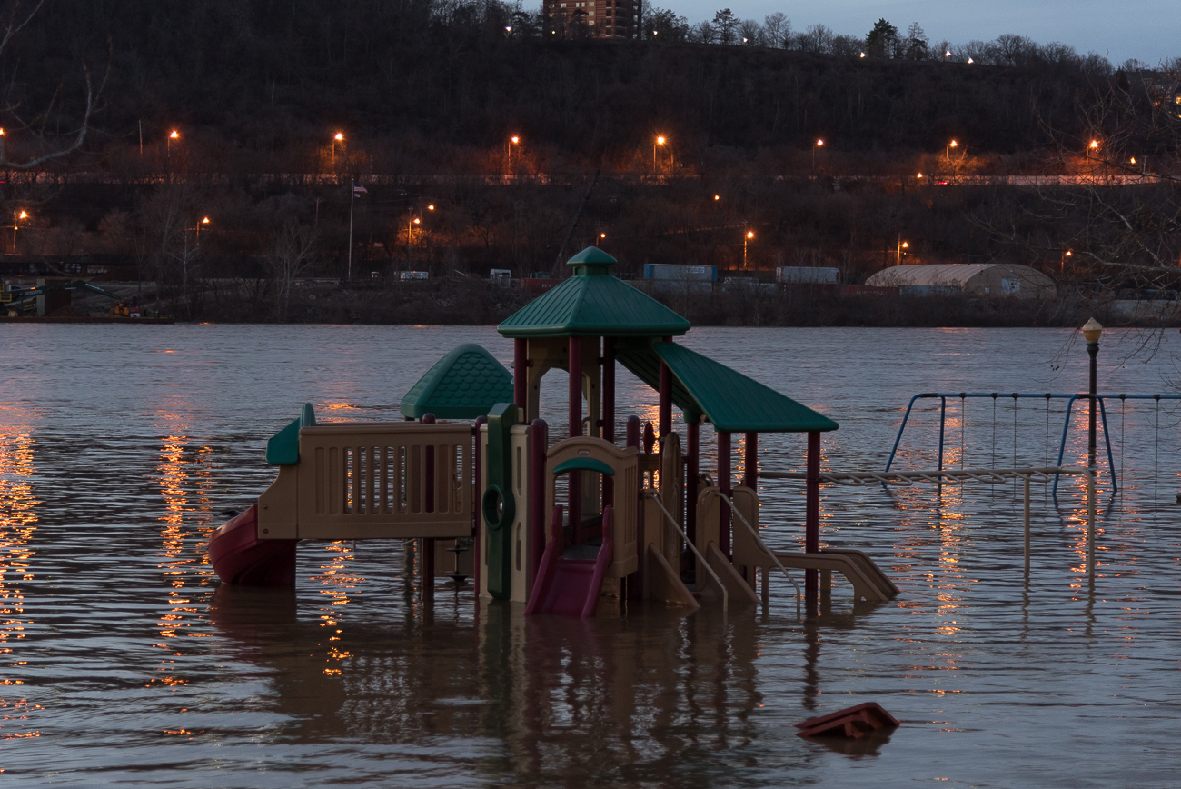The flooding affects Bellevue Beach Park. / Image: Phil Armstrong, Cincinnati Refined // Published: 2.21.18