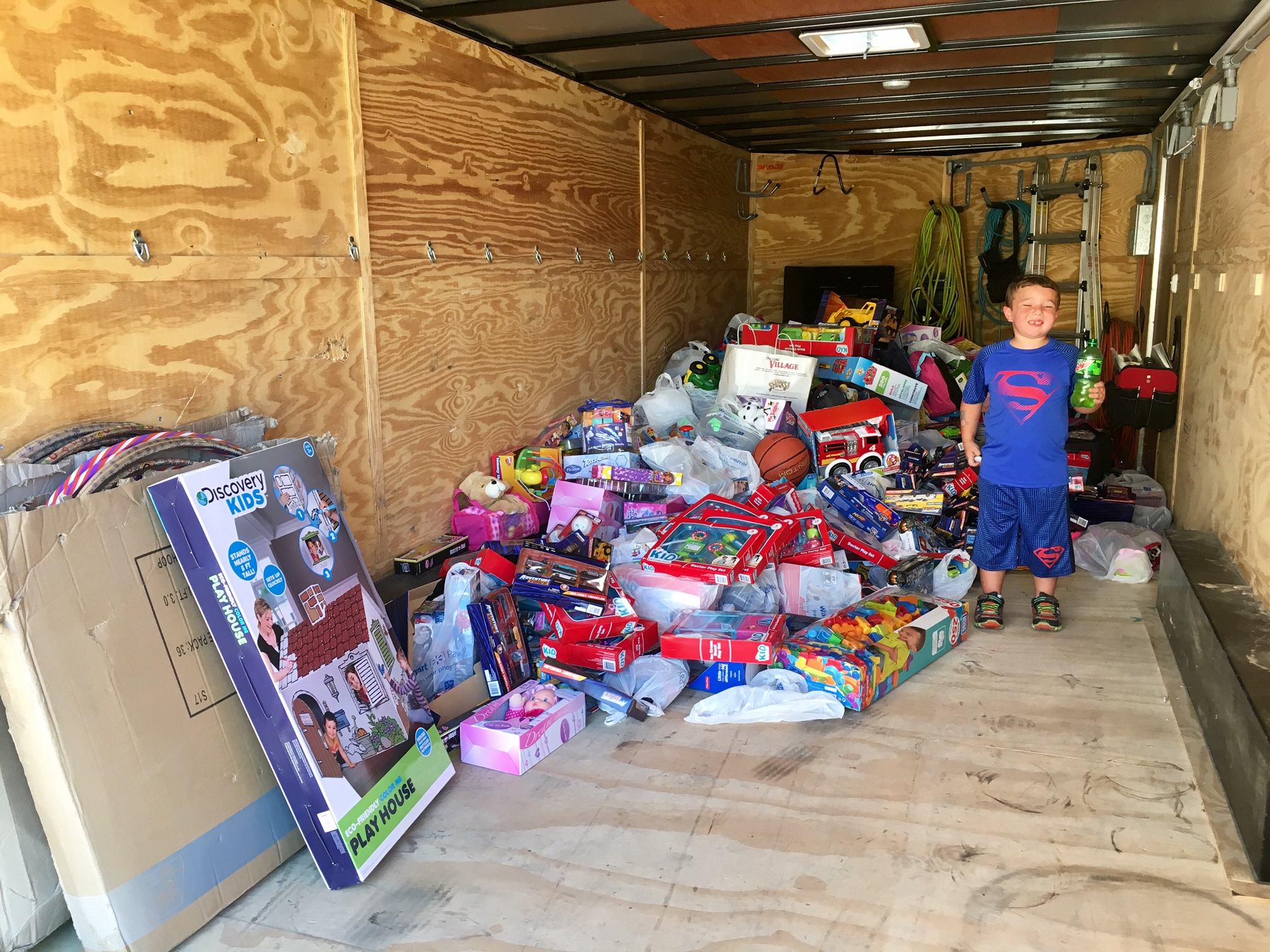 Louisiana family donates thousands of dollars worth of toys to Groves children