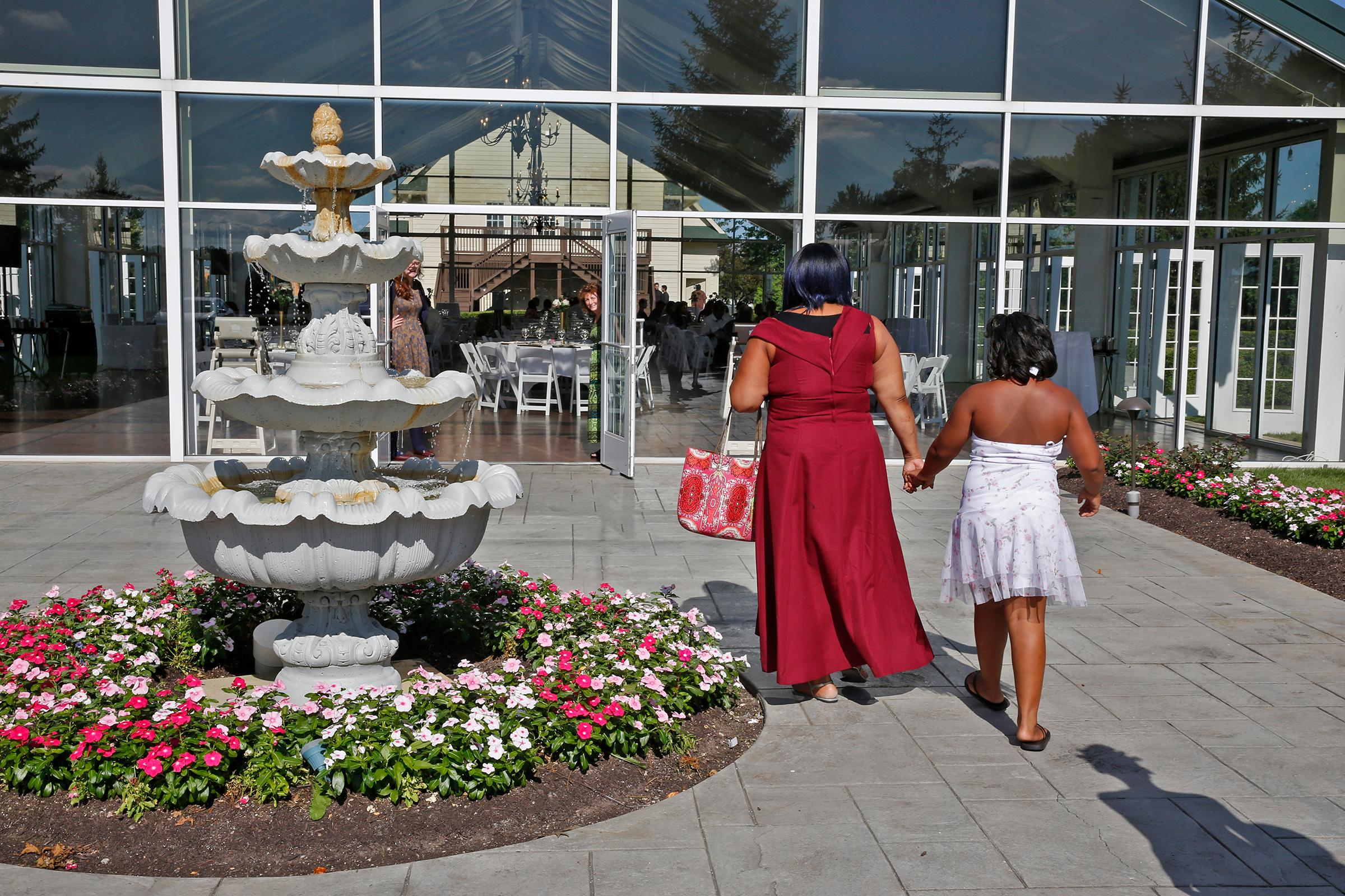 People from several homeless shelters in Indianapolis arrive at the Ritz Charles to enjoy a reception, Saturday, July 15, 2017. Sarah Cummins called off her wedding which was supposed to be this day. Cummins decided to bring purpose to the couple's pain by inviting area homeless to enjoy the reception. (Kelly Wilkinson/The Indianapolis Star via AP)