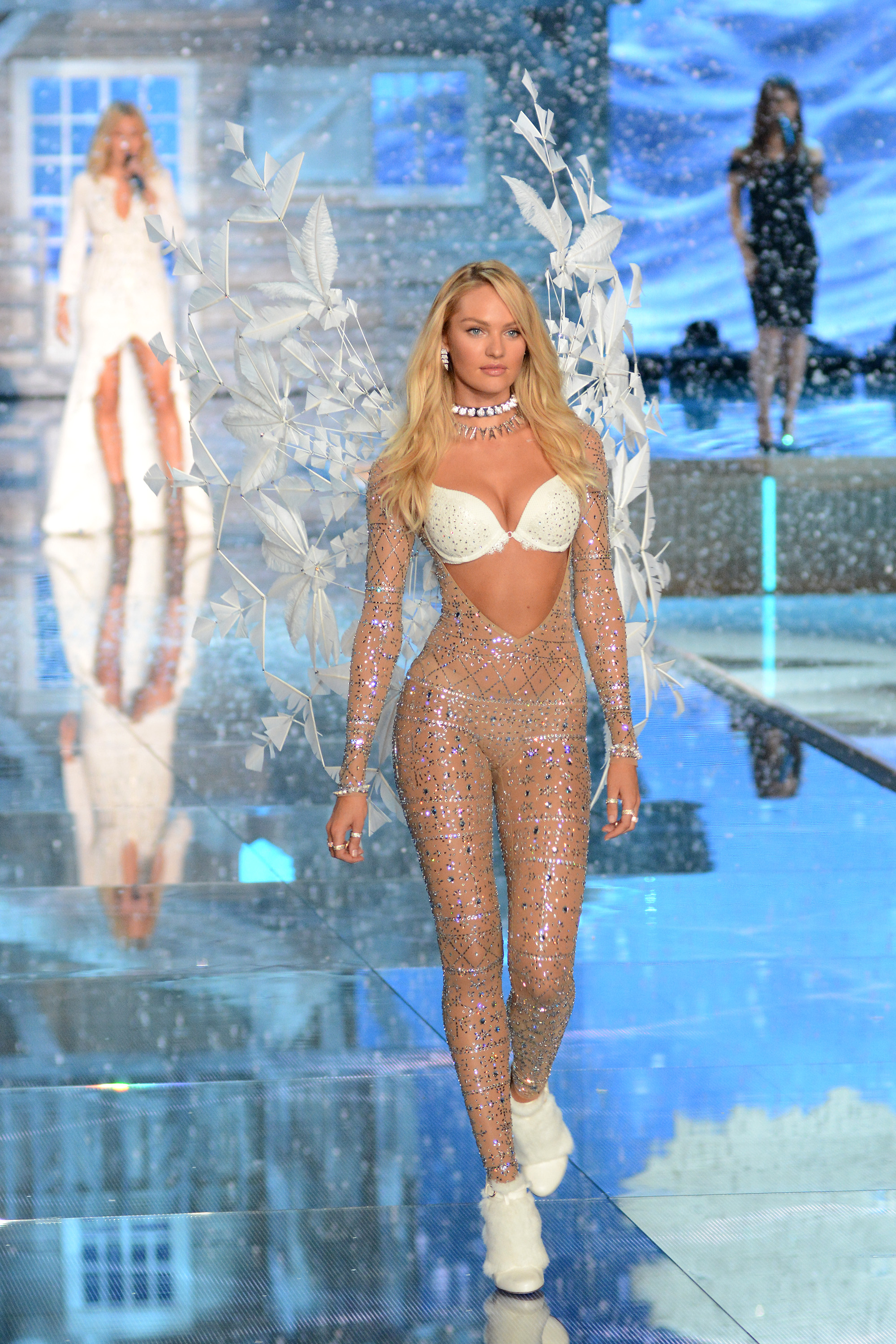 2015 Victoria's Secret Fashion Show - Runway  Featuring: Candice Swanepoel Where: Queens, New York, United States When: 10 Nov 2015 Credit: Ivan Nikolov/WENN.com