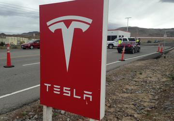 Ex-Tesla worker accused of hacking seeks $1M in counterclaim