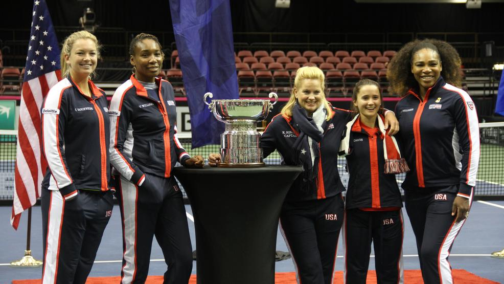 Team USA at the drawing ceremony for the Fed Cup in Asheville on Feb. 9, 2018. From left to right: CoCo Vandeweghe, Venus Williams, team captain Kathy Rinaldi, Lauren Davis, Serena Williams. (Photo credit: Kelly Doty)
