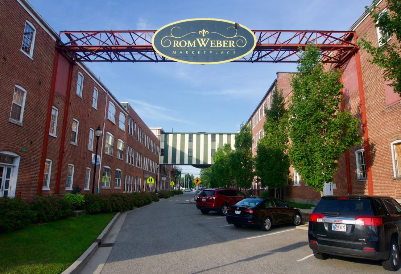 RomWeber Marketplace resides in the former RomWeber Furniture plant. Its 60 vendor stalls feature everything you can imagine, including knickknacks, bric-a-brac, and kitsch mementos. ADDRESS: 7 South Eastern Avenue (47006) / Image: Brian Planalp